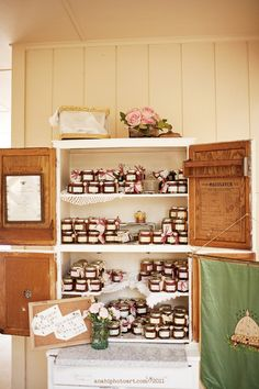 A great way to display a canned wedding favor such as honey or jam.