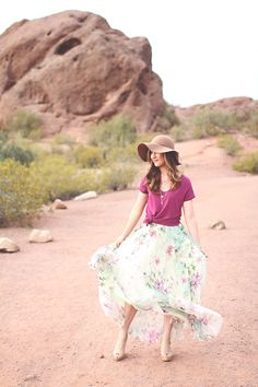 b41079a7063 Beautiful senior portrait in the Arizona desert  Floral  MaxiSkirt  Fedora   SeniorStyle Senior