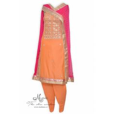Ethnic peach salwar kameez adorn in gota work-Mohan& the chic window Pakistani Outfits, Pakistani Clothing, Patiala Salwar Suits, Designer Punjabi Suits, Punjabi Bride, Indian Suits, Indian Ethnic Wear, The Chic, Peach