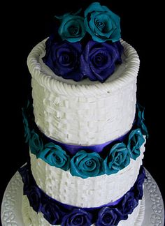 Someday when I elope, I will make sure these colors are in my quickie wedding somehow. (Sugarcraft by Soni: Three Tier Wedding Cake: Tiers of Roses in Baskets)