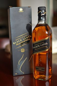 Johnnie Walker Black Label by Nan Jiang Whisky Bar, Cigars And Whiskey, Scotch Whiskey, Whiskey Bottle, Fun Drinks, Alcoholic Drinks, Popular Beers, Cool Girl Pictures, Food Snapchat