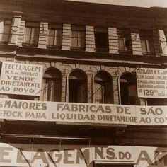 1940 - Rua 15 de Novembro, cartazes.