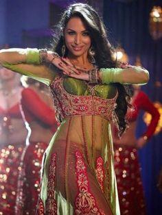 Malaika Arora Khan: From Chaiya Chaiya and Hoth Rasiley to Munni Badnam Hui and Anarkali Disco Chali, Malaika Arora Khan is surely the goddess of item numbers. Choreographed by Farah Khan, Malaika made everyone dance with the song Anarkali…!