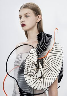 FASHION: 3D Printed Fashion Collection by Noa Raviv Designer Noa Raviv uses classical art and its evolution as the point of departure for her 3D printed collection 'Hard Copy'.