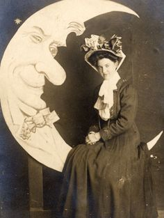 vintage everyday: 100-Year-Ago Studio Photography – Interesting Vintage Photos of Paper Moon Portraits From Between the 1900s and 1910s