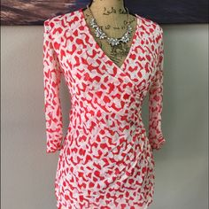 DIANE VON FURSTENBURG Blouse Light weight material. Scrunched waist creates a slimming effect. Can be easily dressed up and down. Ask about the necklace if interested Diane von Furstenberg Tops