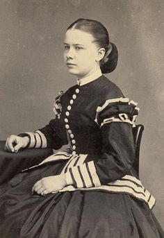 Lady in a dark dress with white contrasting trim, Vintage Photos Women, Vintage Photographs, Vintage Ladies, Vintage Pictures, Historical Clothing, Historical Photos, Civil War Fashion, Civil War Dress, Victorian Women