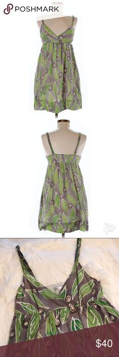 Vince Silk Watercolor Leaf Patterned Dress This is a Silk and cotton dress by Vince in size 8 witn a Watercolor-Esque leaf pattern. Good used condition. Feel free to ask any questions. Vince Dresses