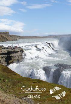 Si jamais vous passez en #islande, faites un tour aux chutes de #godafoss ! C'est très touristique, mais ça vaut le coup quand même ;-) #bonplan #voyage #iceland #tripconnexion #amazing #waterfall #europe #experience #tourist #natureisawesome #naturelovers #followme