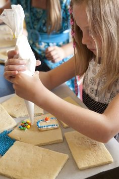 Wizard of Oz party ~ kids make cookie houses