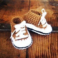 Crochet pattern for baby converse. Wish I could crochet! Cute Crochet, Crochet For Kids, Crochet Crafts, Yarn Crafts, Knit Crochet, Crochet Food, Baby Patterns, Knitting Patterns, Crochet Patterns