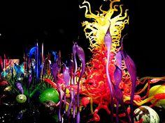 Американский художник Дейл Чихули придумал оригинальный способ представить миру свои работы: он открыл в Сиэтле комплекс Chihuly Garden and Glass, состоящий из сада, теплиц и галерей… стеклянных цветов)  #полезное_образование #воспитание_детей #mycontriver #художник #стекло #цветы http://baby-consultant.ru/