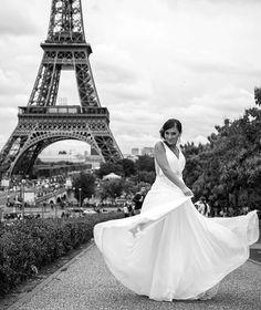 Don't mess with this bride - wedding in Paris #philarty #artyLove #wedding #weddingphotographer #blackandwhite #свадебноеплатье #свадебныйфотограф #свадьба #Париж #эйфелевабашня #toureiffel #eiffeltower #weddingphotography #bridebook #brides #чб #чбфото #weddingdress