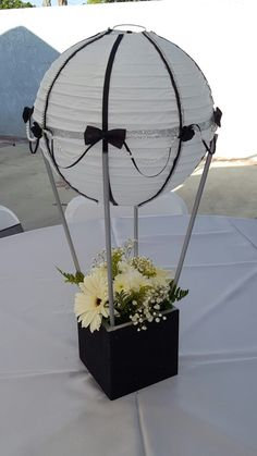Hot air balloon centerpiece The Effective Pictures We Offer You About Decoration cake A quality pict Hot Air Balloon Centerpieces, Diy Hot Air Balloons, Party Centerpieces, Balloon Decorations, Baby Shower Decorations, Balloon Balloon, Masquerade Centerpieces, Balloon Ideas, Foil Balloons