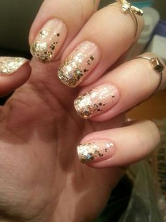 Lovely Hetta's golden glitter-fall nails