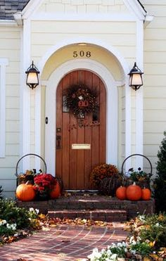 fall... when i have an exterior front entrance again, i am going to do make it so pretty, each and every season.
