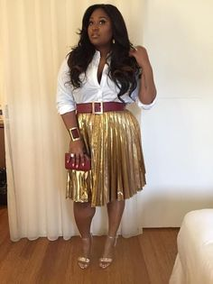 Splurge: Jazmine Sullivan's Bally Performance DKNY Gold Pleated Skirt and Bally Parvia Leather Sandals Gold Skirt Outfit, Pleated Skirt Outfit, Skirt Outfits, Dressy Outfits, Curvy Fashion, Daily Fashion, Fashion News, Plus Size Fashion, Steampunk Fashion