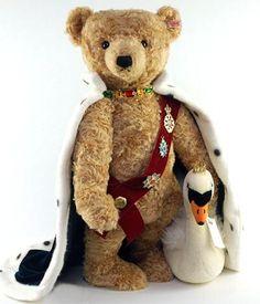 気品と威厳にあふれたルートヴィヒ2世テディベアと白鳥です♪彼が白鳥をつれているのはワーグナーのオペラ「ローエングリン」に由来するそうです。世界限定500体の貴重なベア