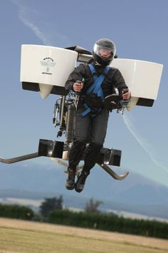 New Zealand firm Martin Aircraft Company has been given permission by the country's Civil Aviation Authority to conduct manned test flights on what it claims is the world's first practical jetpack. Drones, Martin Aircraft, The Fall Guy, Future Transportation, Flying Car, Cool Inventions, Future Inventions, Cool Tech, Oeuvre D'art