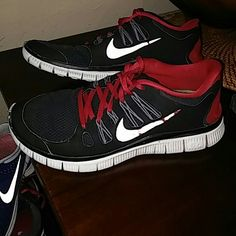 Nike free 5 .0 In good used conditions Nike Shoes Athletic Shoes