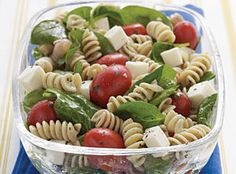 Omg I could eat this all day..Spinach, Tomato, and Fresh Mozzarella Pasta Salad with Italian Dressing