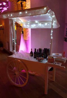 Als Brandybar - ganz lässig mit der richtigen Beleuchtung. Candy Cart, Bar Cart, Home Decor, Going Away, Gifts, Decoration Home, Room Decor, Home Interior Design, Home Decoration