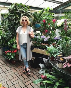 Canadian born, London based vlogger   Twitter: @EsteeLalonde  Snapchat: essie_button  Email: contact@esteelalonde.com