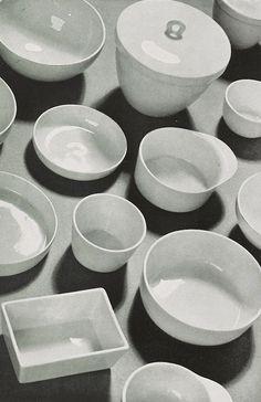 Marguerite Friedländer, porcelain design, 1930. Mokka set, cigarette & ash bowls, vases. Bauhaus / Staatliche Porzellanmanufaktur Berlin. From the magazine Kunst & Dekoration. Via Universitiy of...