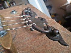 CBG 21 ¨The relic¨ tailpiece Guitar Diy, Music Guitar, Cool Guitar, Acoustic Guitar, Violin Art, Ukulele, Cigar Box Guitar Plans, Homemade Musical Instruments, Diy Instrument