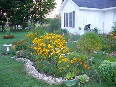 birdbath to mark the septic tank Septic Tank Covers, Big Backyard, Backyard Ideas, Garden Ideas, Garden Forum, Rogers Gardens, Organic Gardening Tips, Horticulture, Curb Appeal