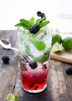 15 Cocktail Recipes That Celebrate Warm Weather On The Horizon (Blackberry Mojito) #cocktailrecipes