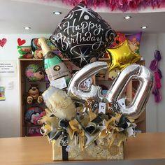 Iniciando la semana con estos obsequios especiales ✨🎁 Para @norkys_batista su hijo @sebastianluttinger y también su sobrino @batistasamuel_10 😍 agradecidas con @baguettesvzla un sitio espectacular para pasar un buen rato 💕 por contactarnos y confiar en nosotras para la realización de estos obsequios! Balloon Box, Balloon Gift, Balloon Bouquet, Balloon Arch, Balloons, Candy Bouquet Diy, Diy Bouquet, Hubby Birthday, 30th Birthday Parties
