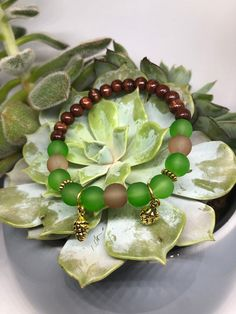 Herbstliches Tannenzapfen Armband   Etsy Wooden Beads, Pine Cones, Bracelet Making, Glass Beads, Succulents, Beaded Bracelets, Etsy, Handmade, Bracelet