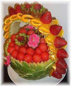 Fruit Art- so pretty - Food Carving Ideas Fruit Platter Designs, Fruit Creations, Food Sculpture, Fruit And Vegetable Carving, Veggie Art, Veggie Food, Food Carving, Watermelon Carving, Edible Arrangements