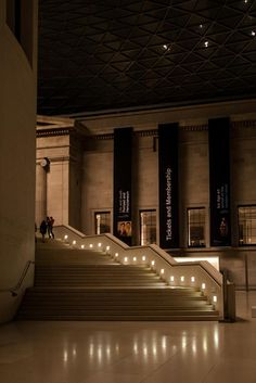 @vchkan @The ARC Show -British Museum, winding down in the evening #londonlights