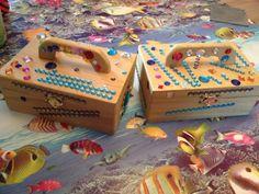 Piraten schatkistjes! Bij xenos houten kistjes gekocht Van te voren goud geschilderd en tijdens piraten feestje hebben de kinderen het versierd met diamant stickers! Groot succes!