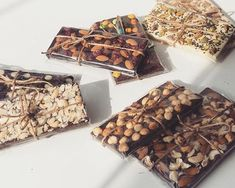 Discover recipes, home ideas, style inspiration and other ideas to try. Homemade Chocolate Bars, Artisan Chocolate, Chocolate Treats, Chocolate Recipes, Chocolate Bouquet, Chocolate Chocolate, Snack Recipes, Snacks, Chocolate Packaging