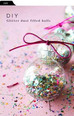 DIY File: Glitter Dust Filled Balls (The vault files) Clear Ornaments, Christmas Baubles, Diy Christmas Ornaments, Holiday Crafts, Christmas Decorations, Glitter Ornaments, Handmade Christmas, Christmas Love, Christmas Holidays
