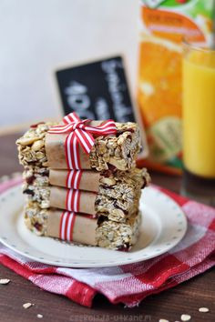 Easy, no-bake and healthy granola bars. (in Polish with translator) Healthy Granola Bars, Tiramisu, Delish, Cereal, Baking, Breakfast, Easy, Food, Karma