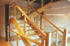 Escalera completa en madera de Haya y barandilla de cristal.  http://www.alpacasl.com/