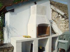 voici la présenation de la construction de mon barbecue: il aura un empattement de 2m40 sur 0m60 au sol, le foyer fera 60 cm de large sur 46 cm de profondeur. il faudra 12 blocs de beton cellulaire de 62,5 x 25 cm et 20 cm d'epaisseur, 10 blocs de beton...