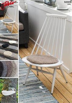 "92009. ""ÄNDPLATS: RONDELLEN"" – SITTUNDERLÄGG Stool, Chair, Interior, Pattern, Furniture, Archive, Spa, Home Decor, Crochet"