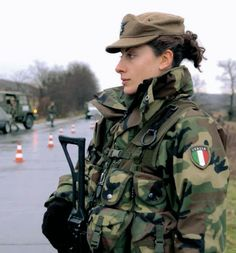 Italian Army soldier - pic via David Silcox. Read more at http://stevenbenjamin.weebly.com/blog/beauty-and-the-bullets-guns-and-war#oRr9WOxi8uMqlrWq.99 Beauty and the Bullets, guns and war - Steven Benjamin - Writer