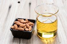 エッセンシャルオイル(精油)は濃度が高く肌には直接使えないため、キャリアオイルという食用植物やナッツなどから抽出した植物性オイルで希釈して使います。キャリアオイルを効能や特徴から上手に選ぶこともアロマテラピーの基本。そんなキャリアオイルの知識です。