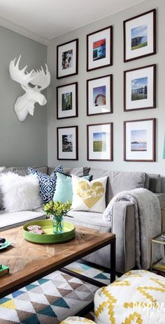 Gallery walls can be implemented in a variety of ways: Some just use frames, while others use frames and objects. Some are very organized, while others are more organic.  ️  -----------------  #gallery #wall #picture #frames  #tips #diy