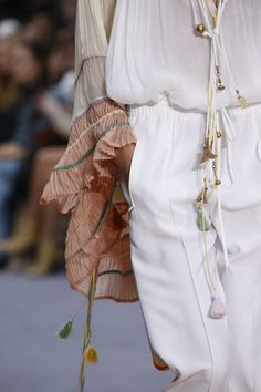 The complete chloé spring 2016 ready-to-wear fashion show now on vogue runw Runway Fashion, Boho Fashion, Spring Fashion, High Fashion, Fashion Beauty, Fashion Show, Womens Fashion, Fashion Trends, Look Hippie Chic