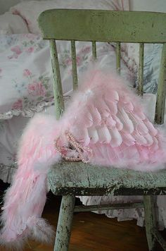 Love these pink feathered wings! What an awesome photo prop they would be.....