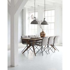 Klassieke, landelijke of juist mooie moderne eetkamerstoelen? Wij hebben ze allemaal. Dus: kom langs, neem plaats en kies jouw stoel!