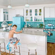Styling a vintage kitchen involves more than a retro dinette and some Pyrex accessories. Vintage (or modern retro) appliances are a must, and we'll get you started on where to find them. House Of Turquoise, Turquoise Kitchen, Aqua Kitchen, Happy Kitchen, Kitchen White, Kitchen Colors, Turquoise Tile, Glass Kitchen, Vintage Turquoise