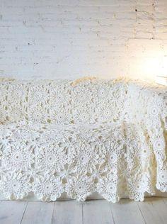 all white crochet blanket inspiration Crochet Home, Love Crochet, Crochet Granny, Crochet Crafts, Crochet Flowers, Crochet Stitches, Crochet Projects, Knit Crochet, Crochet Patterns